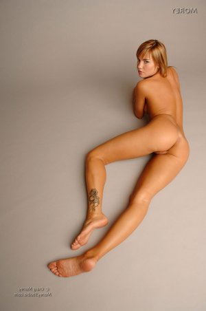 Naouelle best escorts Akron